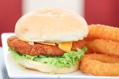 Hamburger gastronome de filet de poulet Photographie stock