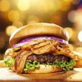 Hamburger gastronomico del bacon immagine stock