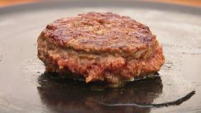 Hamburger gotuje na kamiennym grillu zbiory