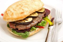 Hamburger with grilled beef Royalty Free Stock Photography