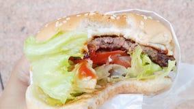 Hamburger gryźć Zdjęcia Stock