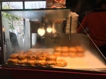 Hamburger humide turc avec l'étalage de sauce/hamburger d'islak Photo libre de droits
