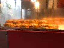 Hamburger humide turc avec l'étalage de sauce/hamburger d'islak Photographie stock libre de droits