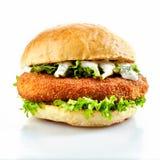 Hamburger impanato del pollo con insalata fresca fotografia stock