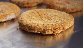 Hamburger impanato Patty del pollo fotografia stock libera da diritti