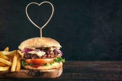 Hamburger juteux de boeuf Images libres de droits