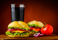 Hamburger, légumes et kola Images stock