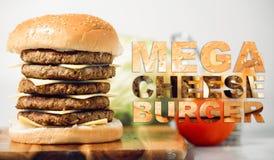 Hamburger méga de fromage avec la typographie photo stock