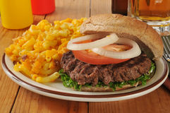 Hamburger with mac and cheese Royalty Free Stock Images