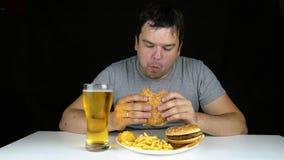 Hamburger mangeur d'hommes isolé banque de vidéos