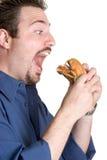 Hamburger mangiatore di uomini Fotografia Stock Libera da Diritti