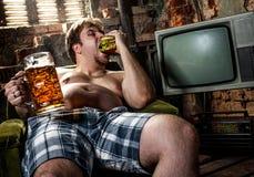 Hamburger mangiatore di uomini grasso Fotografia Stock Libera da Diritti