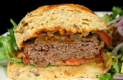 Hamburger meio Imagens de Stock