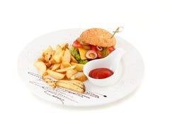Hamburger met aardappel en ketchup Stock Foto's