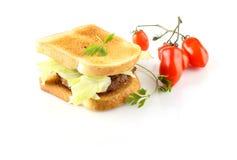 Hamburger mit Fleisch, Kopfsalat und Tomate Stockbilder
