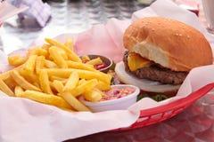 Hamburger mit Pommes-Frites stockfotografie