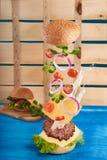 Hamburger in motie Royalty-vrije Stock Foto