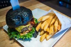 Hamburger nero Fotografia Stock Libera da Diritti