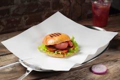Hamburger op een plaat Royalty-vrije Stock Foto