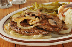 Hamburger salisbury steak con le cipolle Fotografie Stock