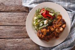 Hamburger salisbury steak con salsa di funghi e la verdura Orizzontale a fotografia stock libera da diritti