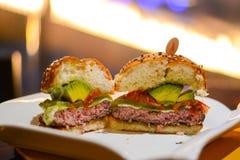 Hamburger saporito fresco del manzo Fotografia Stock