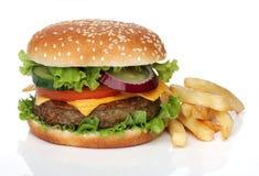 Hamburger savoureux et pommes frites d'isolement Image libre de droits