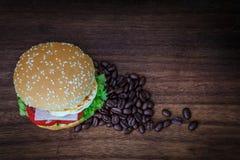Hamburger sur le plancher en bois Image stock