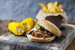 Hamburger tirato della carne di maiale immagini stock libere da diritti