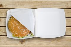 Hamburger in una scatola Fotografia Stock Libera da Diritti