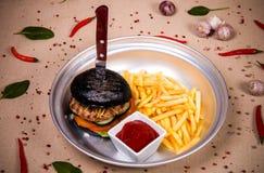 Hamburger und gebratene Kartoffel Lizenzfreie Stockfotografie