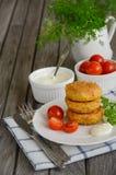 Hamburger végétarien avec des pois chiches du plat blanc Photographie stock libre de droits