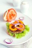 Hamburger vegetariano della lenticchia fotografia stock