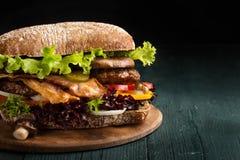 Hamburger z bekonem zdjęcie royalty free