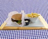 Hamburger z Francuskimi dłoniakami Obrazy Stock