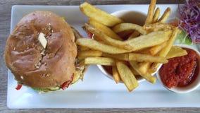 Hamburger z francuzem Smaży Odgórnego widok zdjęcie wideo