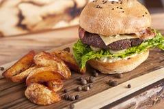 Hamburger z frieds Zdjęcie Stock
