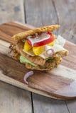 Hamburger z ramen kluskami Obrazy Royalty Free