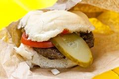 Hamburger z zalewą i pomidorem zdjęcie royalty free