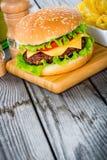 Hamburgercheeseburger Stock Foto's