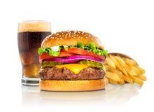 Hamburgerfischrogen und ein deluxer Schnellimbiß der Kokslimonadecheeseburgerkombination auf Weiß Stockfoto