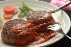 Hamburgerlapje vlees met Bruine Saus stock foto