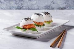 Hamburgers de sushi de riz Photographie stock libre de droits