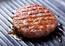 Hamburgers on the grill Royalty Free Stock Photos