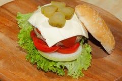 Hamburgers, snel voedsel, hamburger, hamburgerlapje vlees, sla, tomaat, Royalty-vrije Stock Afbeelding