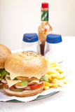 Hamburgers verticaux de feston de poulet de plan rapproché Photo libre de droits