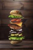 Hamburgeru przygotowania składniki obrazy stock