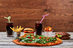 Hamburgery, dłoniaki i soda, zdjęcie stock
