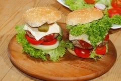 Hamburgery, fast food, hamburger, hamburgeru stek, sałata, pomidor, Fotografia Stock