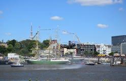 Hamburgo, Alemanha: Chopper Rescue Show no St Pauli-Landungsbrucken, Hafengeburtstag - celebra??o do anivers?rio do porto fotos de stock royalty free